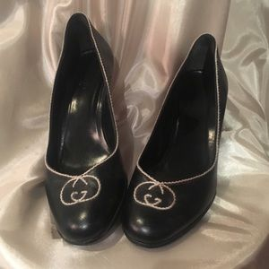 GUCCI Black leather stitched heels
